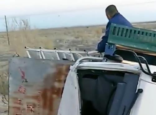 40公里训放鸽车倾翻